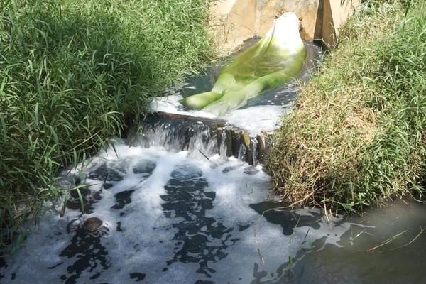 Mức phạt đối với hành vi xả thải làm ô nhiễm sông suối