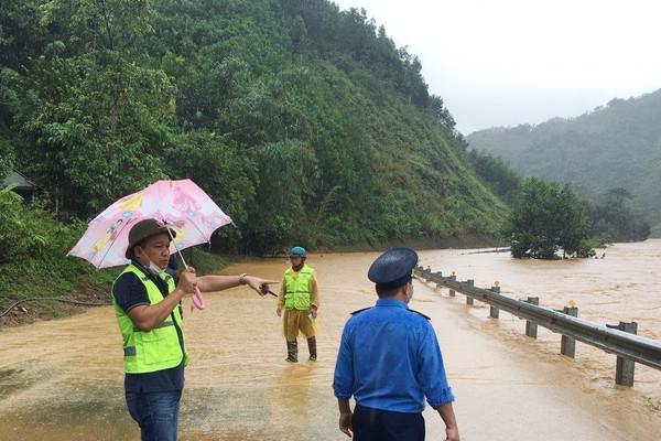 Quảng Nam: Mưa lũ lớn gây ngập lụt, sạt lở tại nhiều địa phương