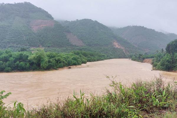 Thừa Thiên – Huế: Mưa lớn, thủy điện xả lũ, 2 người mất tích