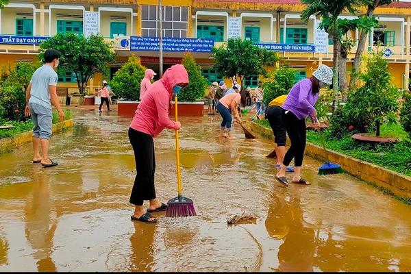 Quảng Nam: Nước rút, người dân khẩn trương khắc phục hậu quả mưa lũ