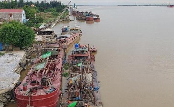 Bộ Công an phối hợp bắt giữ hơn 20 tàu hút cát lậu trên sông Văn Úc