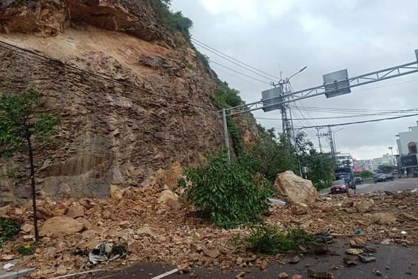 Bình Định: Khắc phục các sự cố sạt lở do mưa lớn