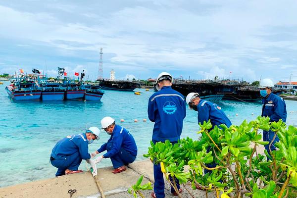 Quần đảo Trường Sa đón hàng ngàn ngư dân vào trú tránh áp thấp nhiệt đới