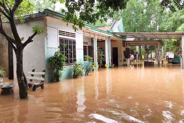 Quảng Trị: Mưa lớn, nhiều nhà dân ngập sâu